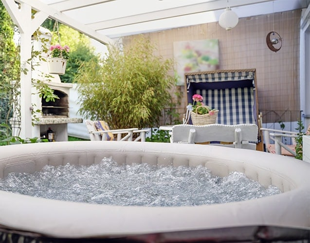Spa , piscine et terrasse